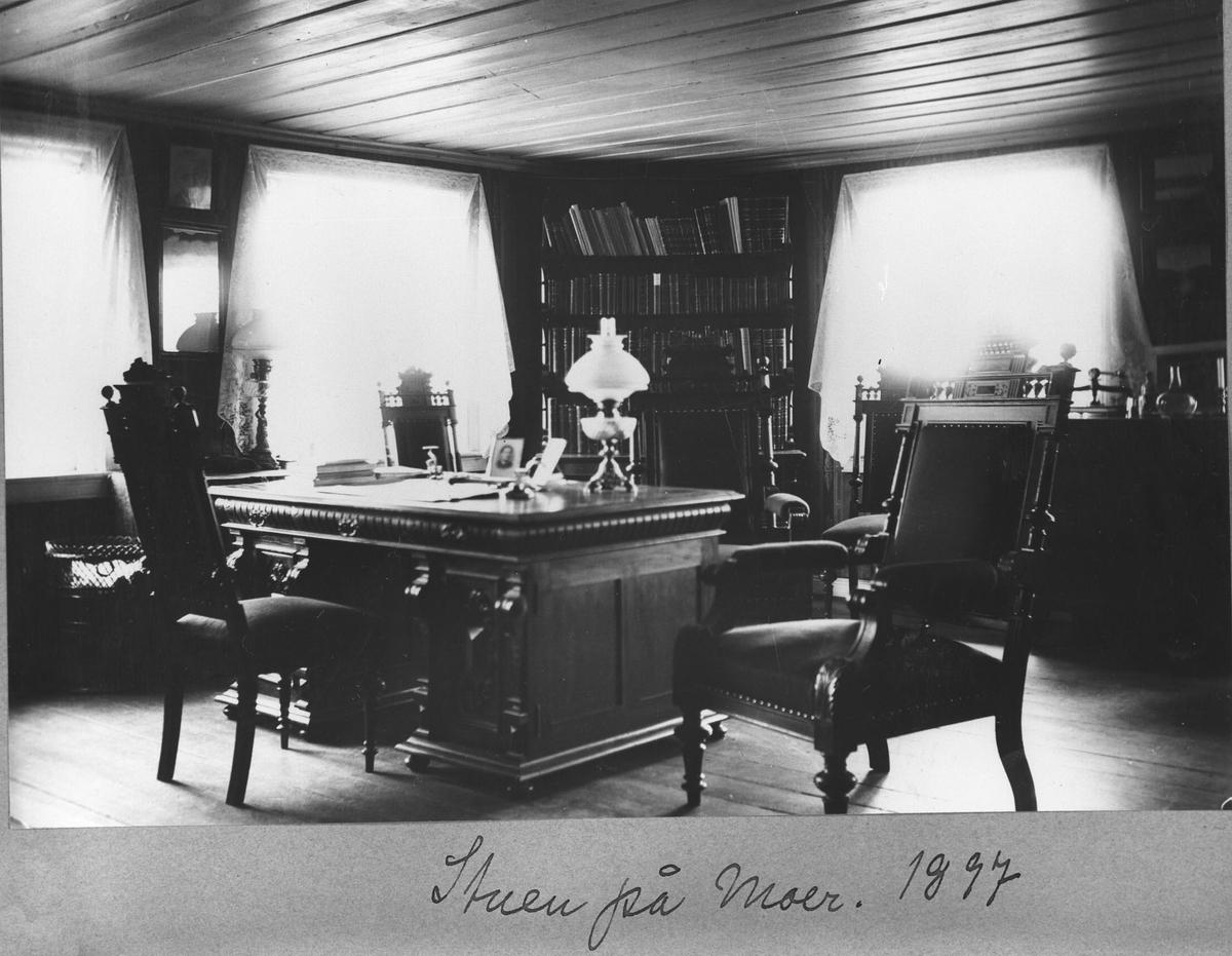 Stuen på Moer 1897 prof. Isachsens ungkarsleilighet