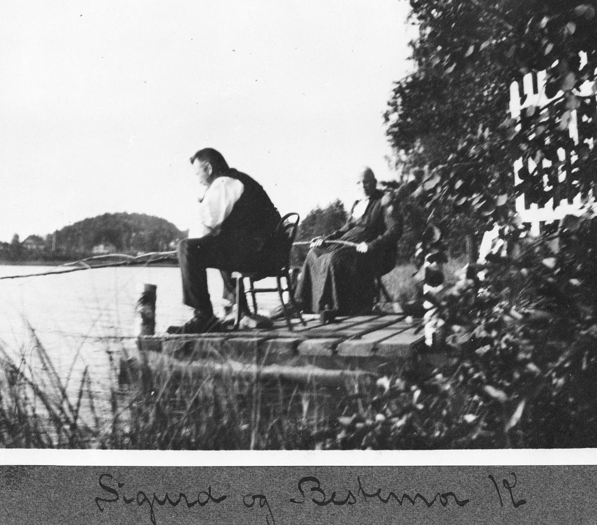 Sigurd og bestemor fisker fra brygga