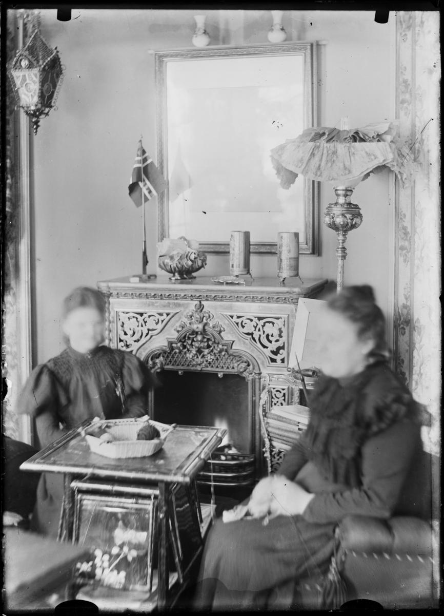 Interiør av en stue/kjøkken på en gård i Hallingdal.