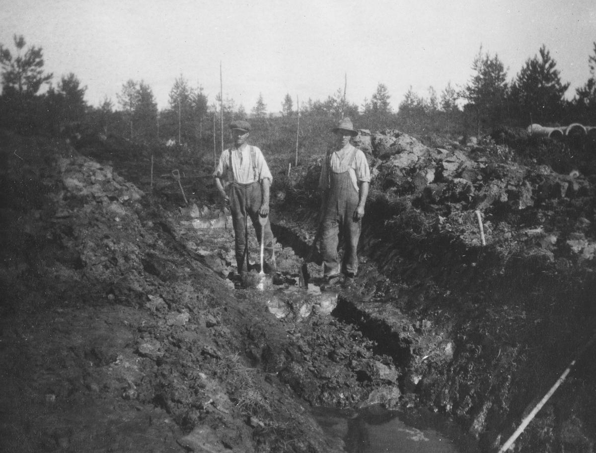 Kanalgraving på Røa-feltet.