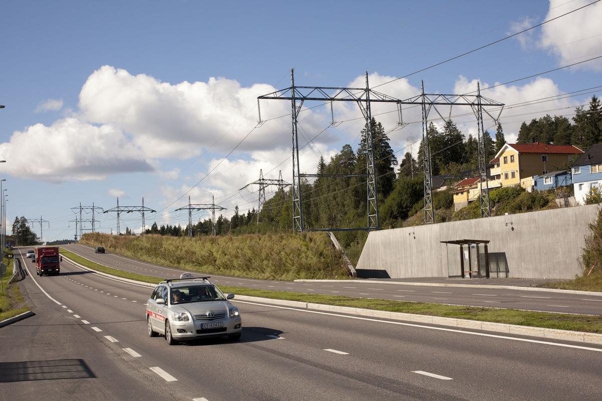 Høyspentmaster i Akershus. Høyspentmaster ved posten på Robsrud i Lørenskog kommune. Bildet er tatt mot syd.