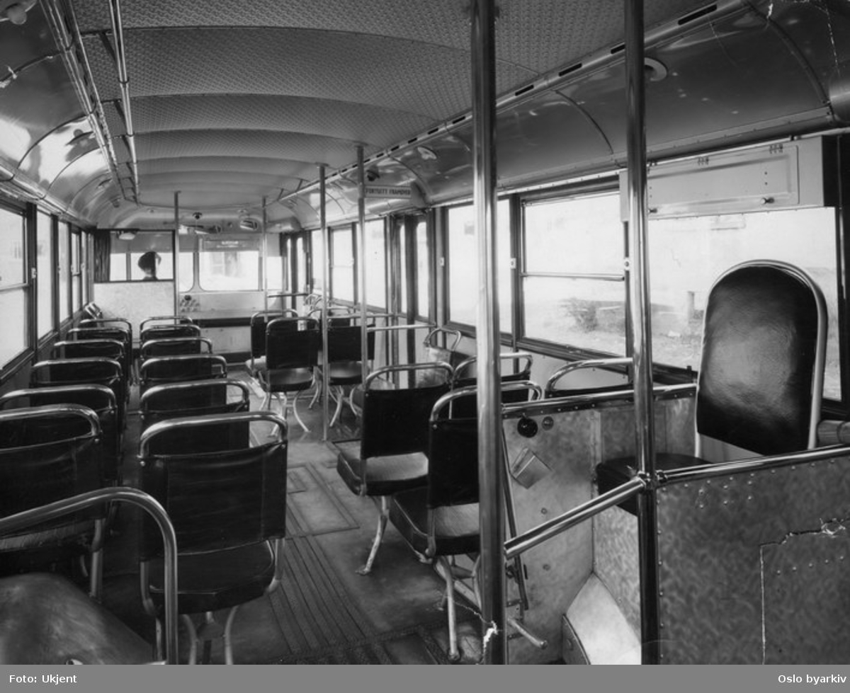 Oslo Sporveier, A-15751 - 800 serien trolleybuss, interiør sett bakfra.