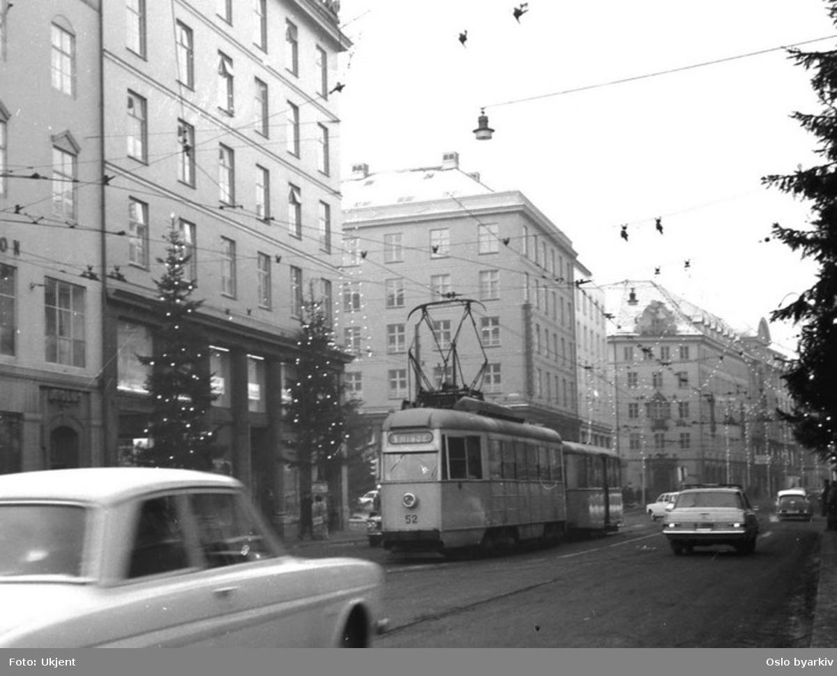 Bergen Elektriske Sporveiers vogn 52, i Strandgaten desember 1965.