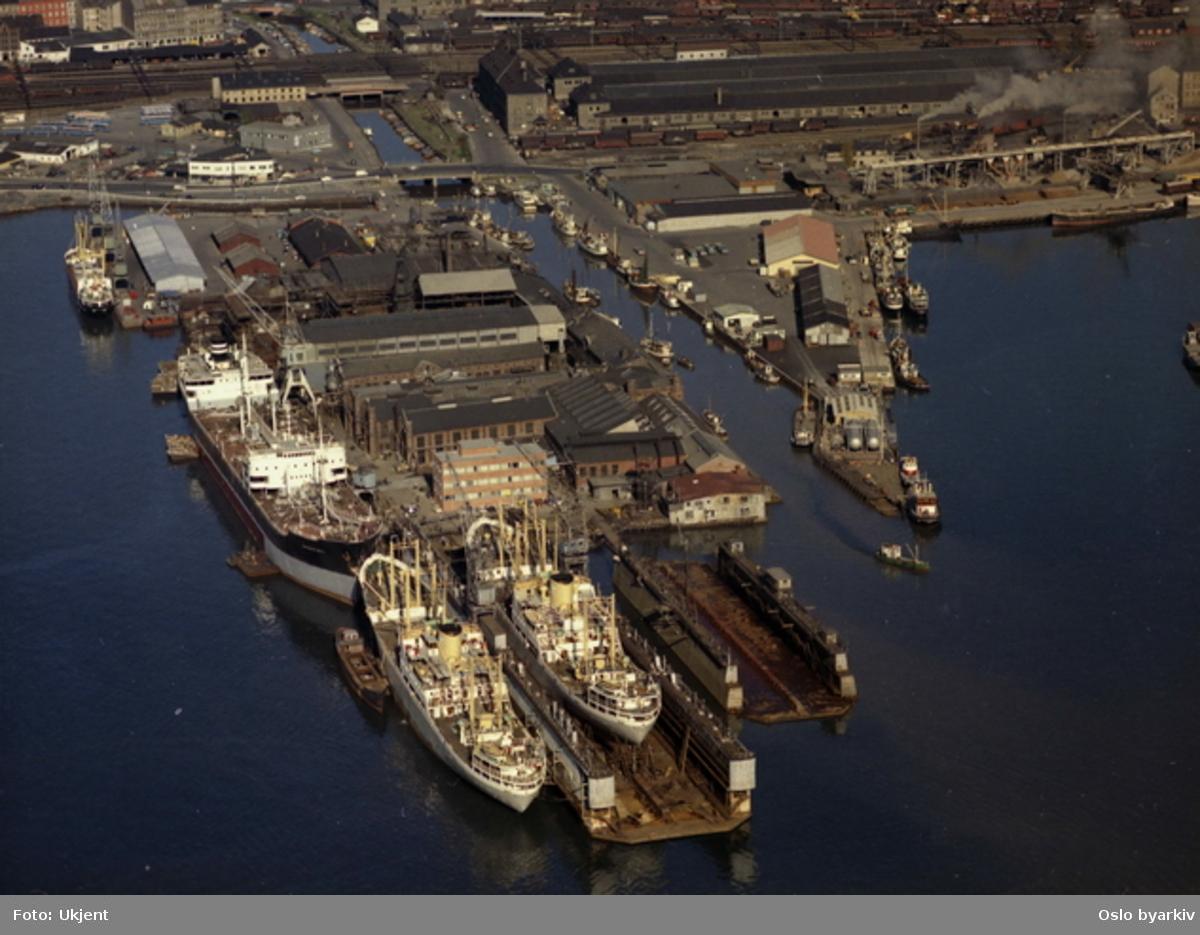 Oslo havn. Skipsverftet Nylands verksted på Paulsenkaia i Bispevika. (Flyfoto)