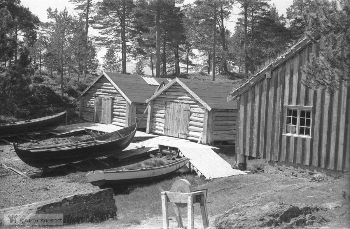 f.v Fiskerangen, Naustet, Bjørneremstua,
