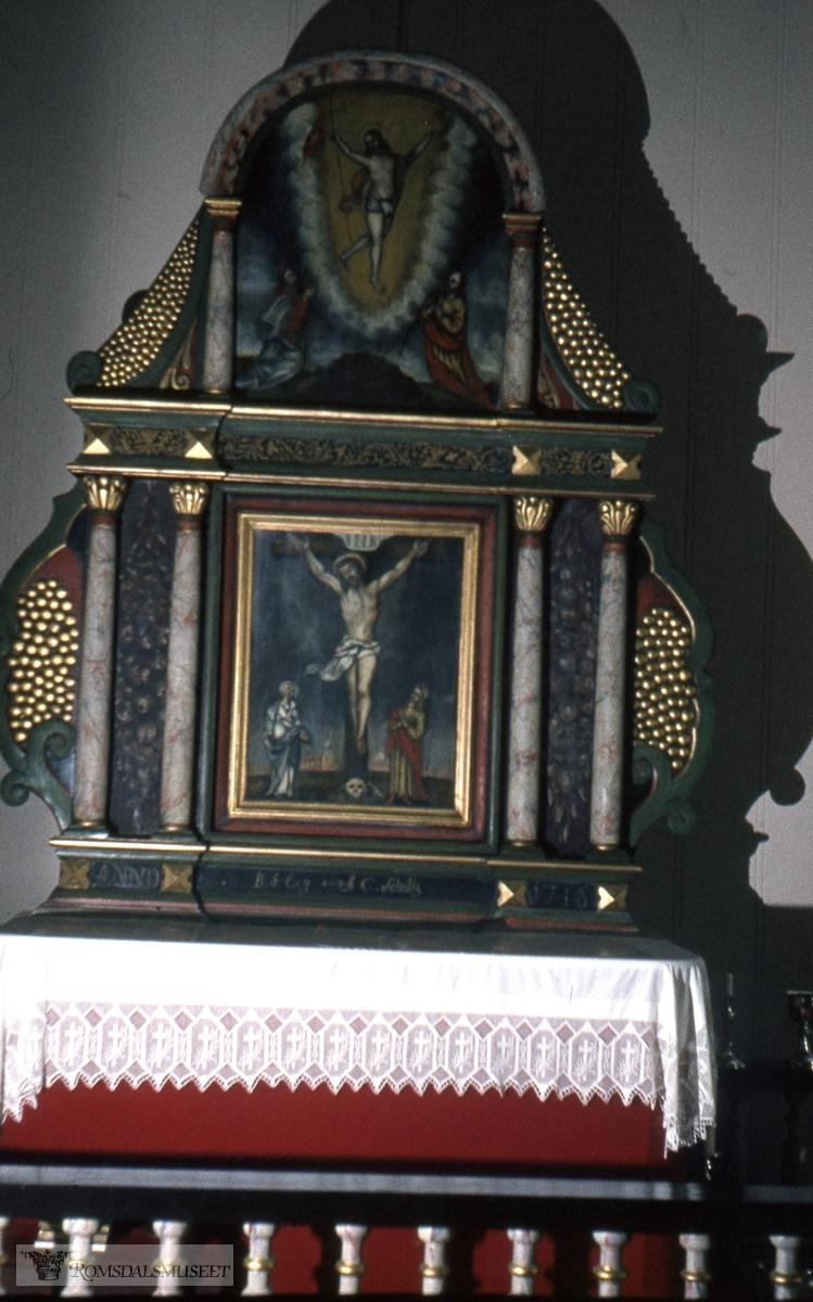 Altertavlen i Fiksdal kirke som kommer fra Reknes hospital sitt kapell.