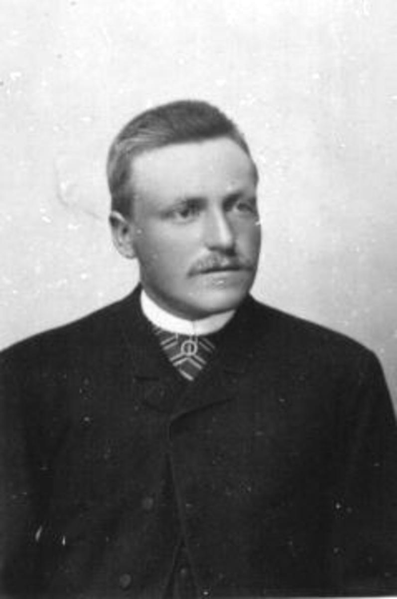 Portrett Even Prestrud (1869-1939). Gardbruker fra 1895.