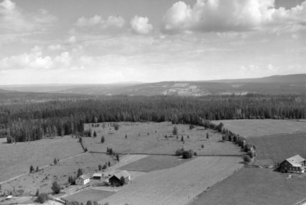 Flyfoto av Ås gard, Veldre, Ringsaker.