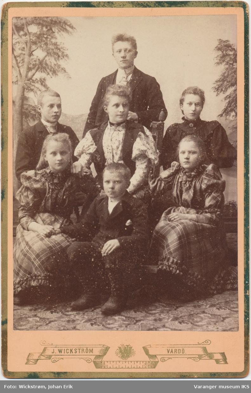 Familieportrett, søsknene Zachariasen, tidlig 1890-tall