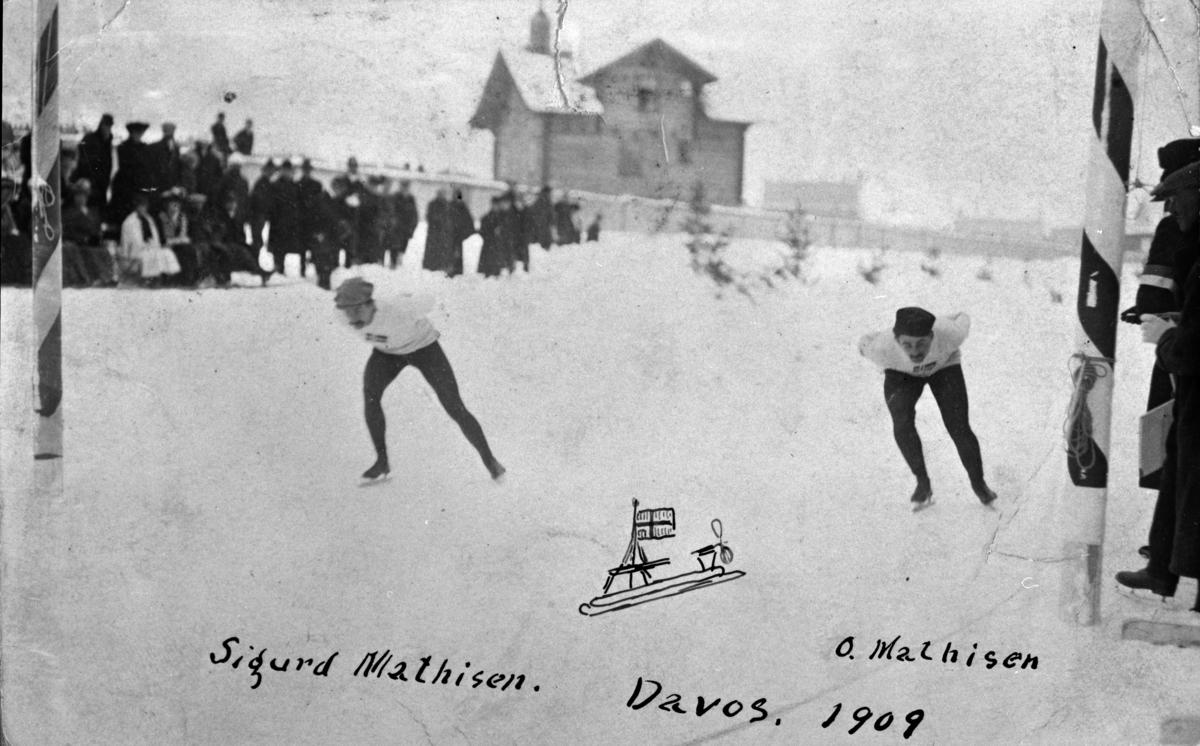 Skøyteløper Oscar Wilhelm Mathisen (født 4. oktober 1888, død 10. april 1954) i samløp med Sigurd Mathisen i Davos 1909.