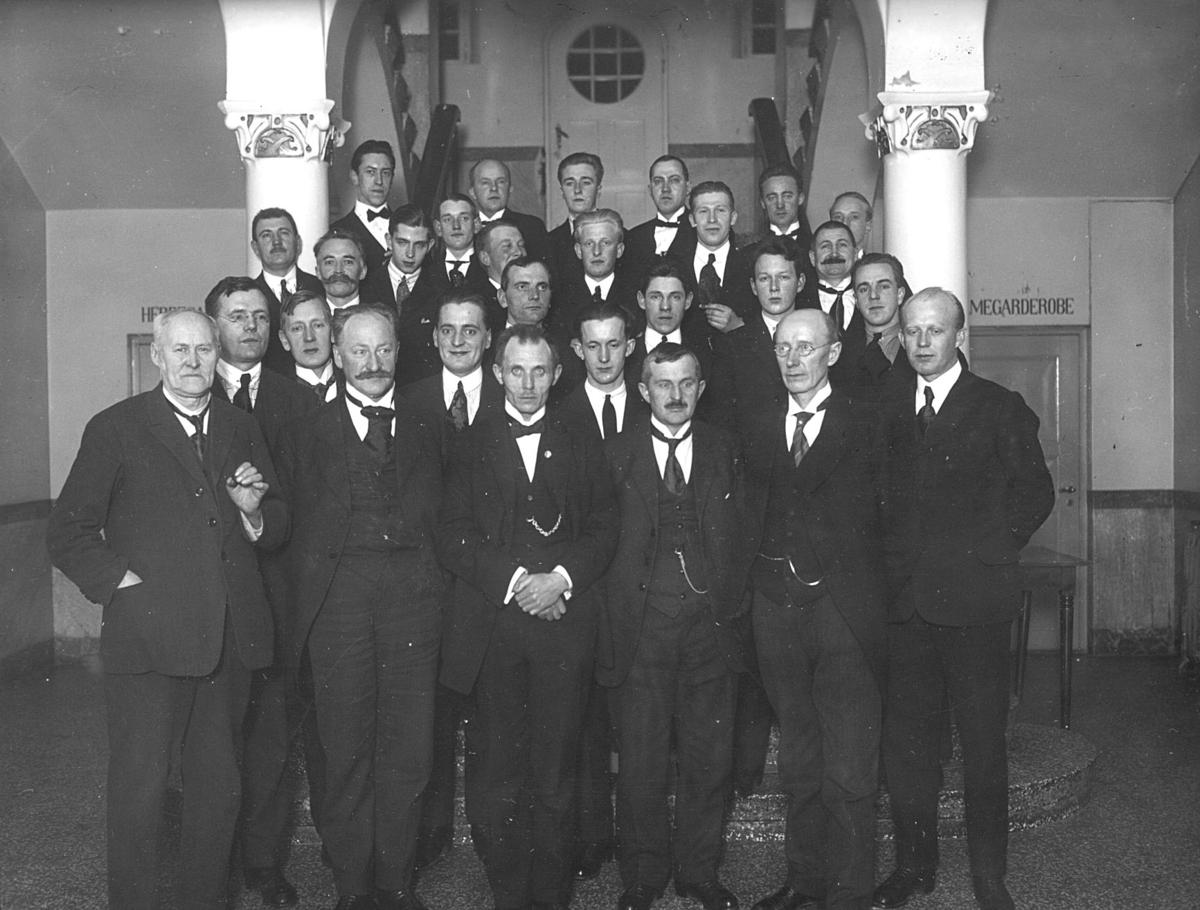 Østlendingens styre og ansatte