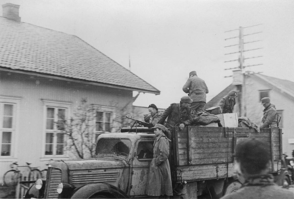 Frigjøringen 1945. Hjemmefrontsoldater på lasteplan