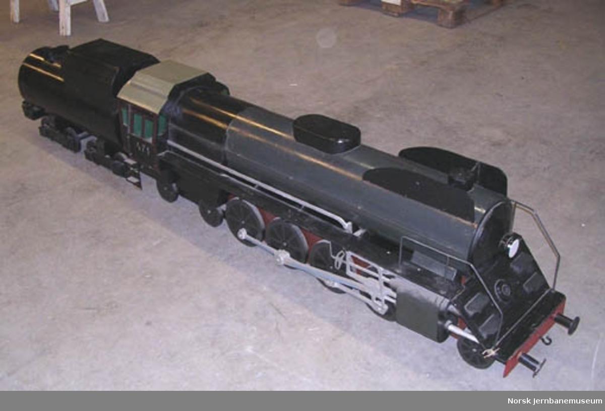 Tremodell av damplokomotiv type 49c nr. 471