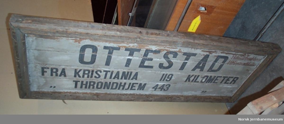 Stasjonsskilt fra Ottestad stasjon