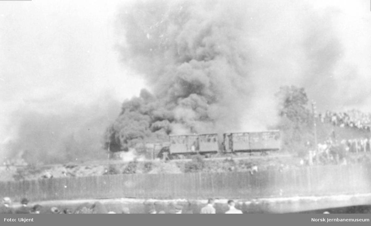 Brann i svillelager (?) og godsvogner