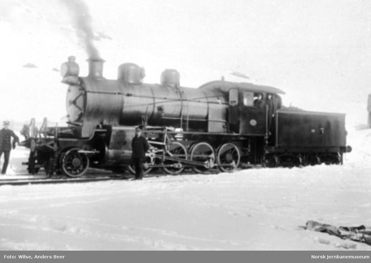 Damplokomotiv type 22a nr. 191 med personalet