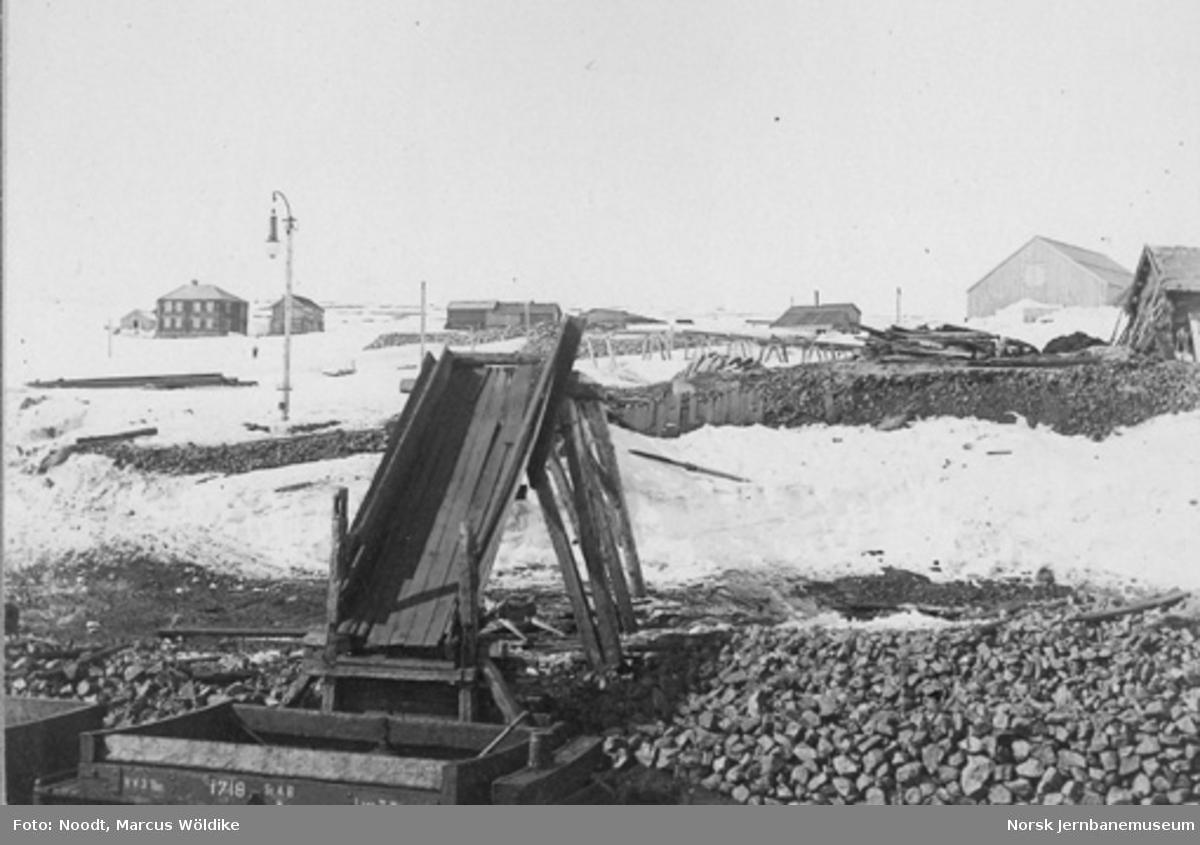 Lasterampe og bygninger ved Arvedal