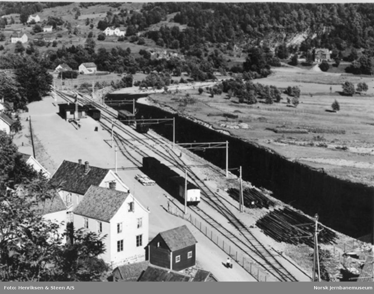 Oversiktsbilde fra Granvin med stasjonen