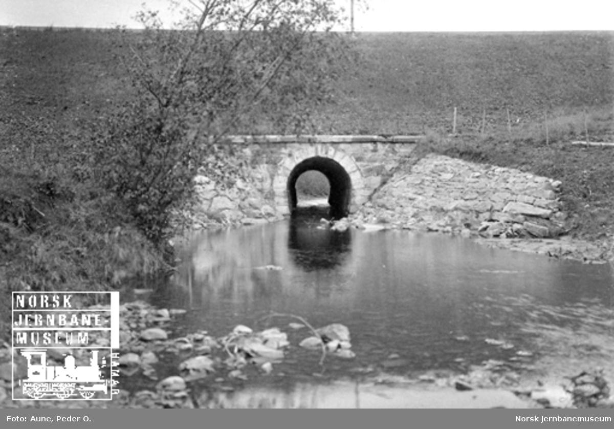 Steinhvelvkulvert for Hoveselva mellom Ronglan og Skogn