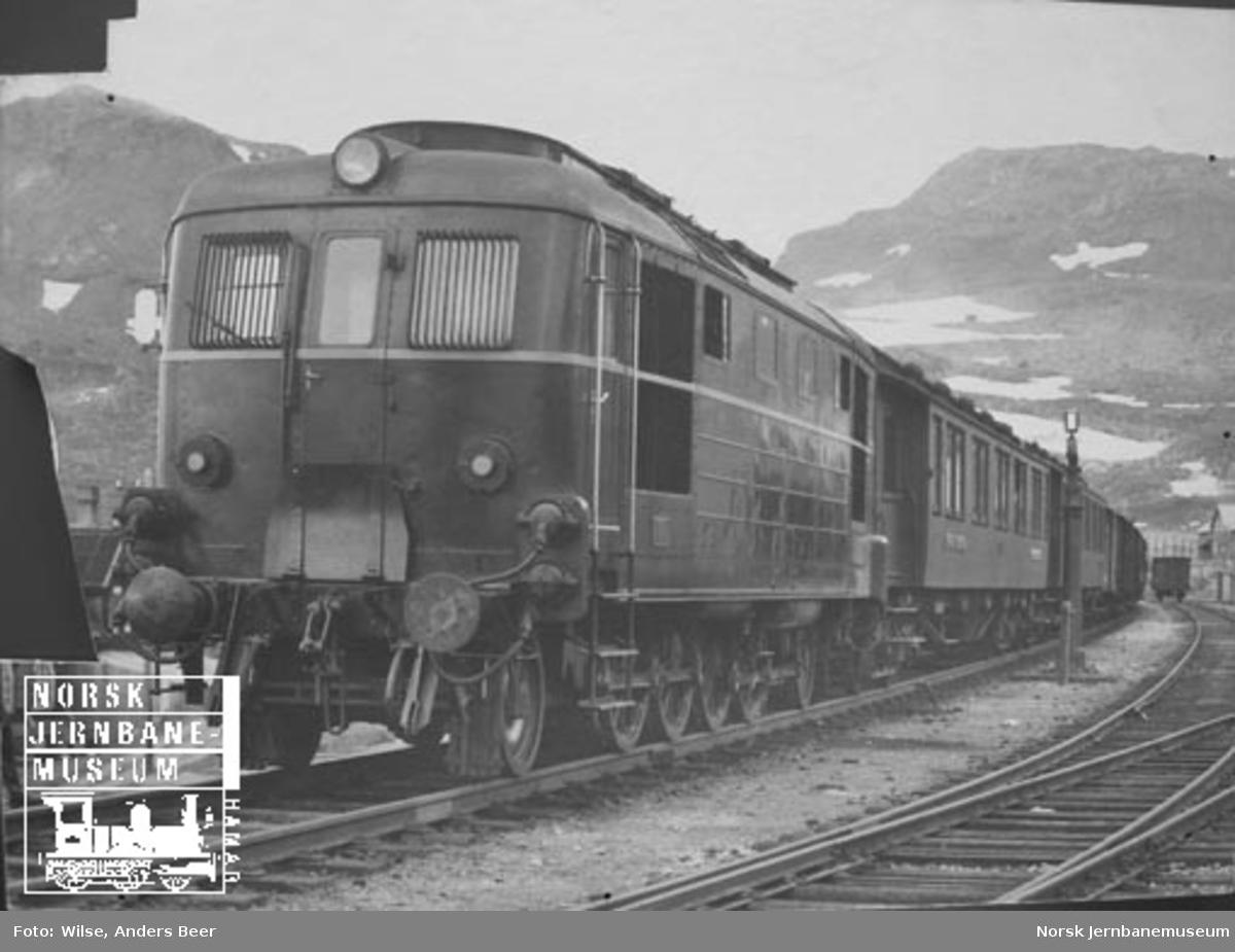 Diesellokomotiv type Di 1 nr. 601 på prøvetur med representanter fra NSB og okkupasjonsmakten