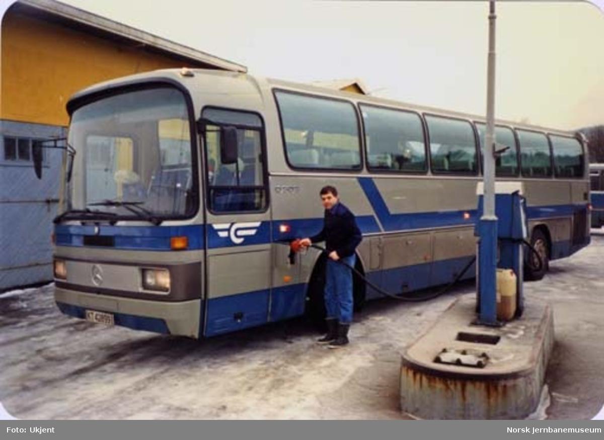 Dieselfyllng på NSB Lågendalsrutens buss KT42899
