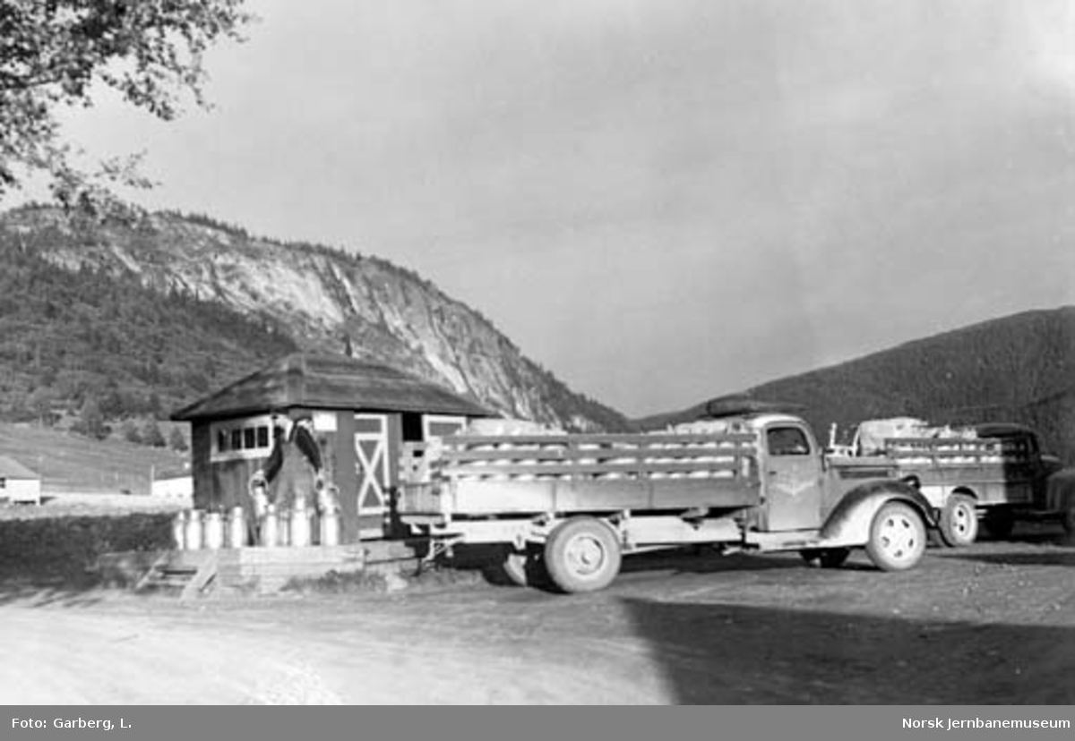 Selburutens lastebiler ved Elvran holdeplass