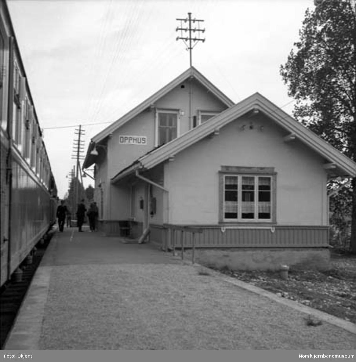 Opphus stasjon