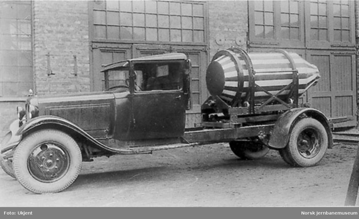 Lastebil med betong(?)trommel, C-12632