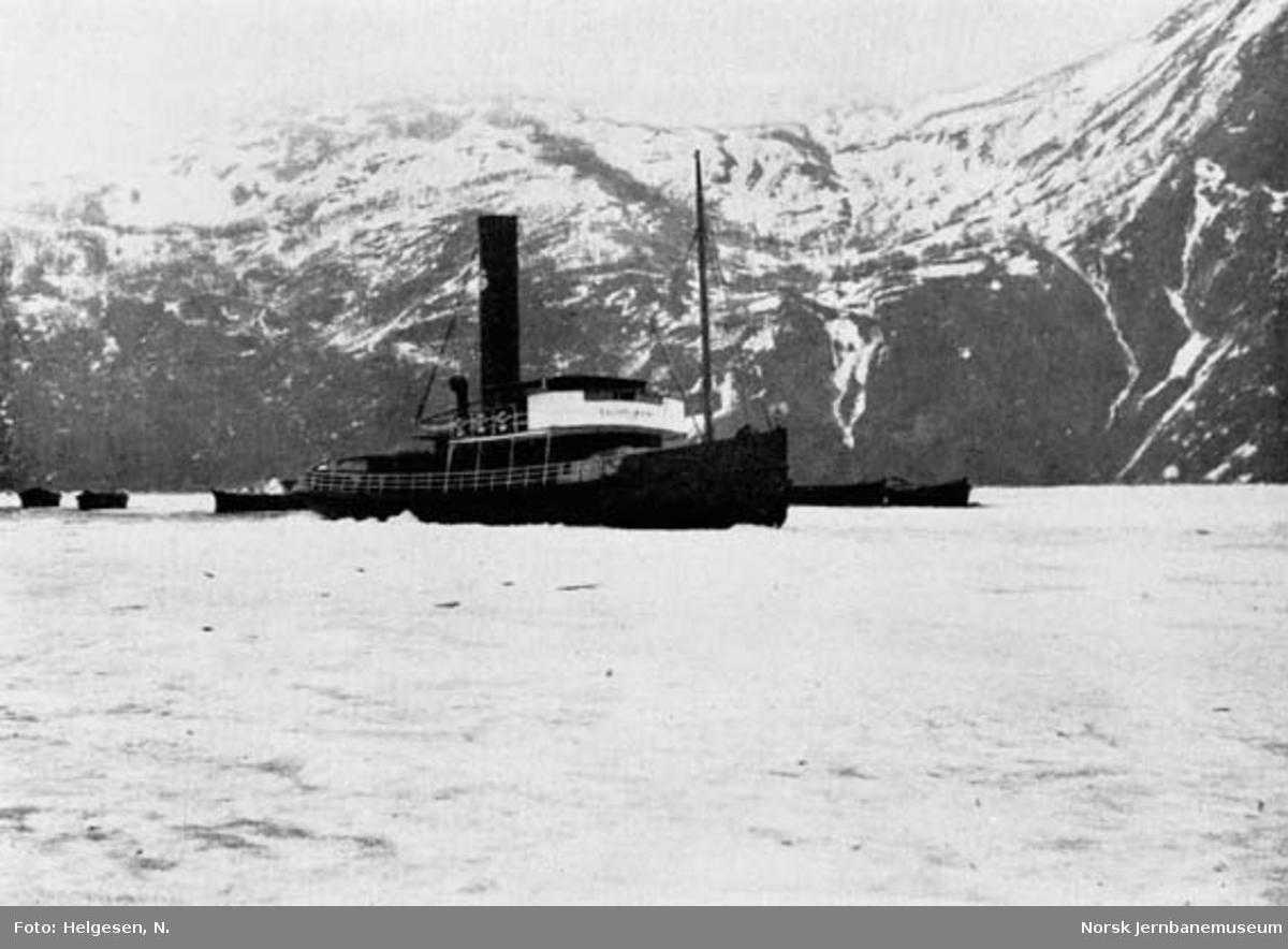 """Dampbåten """"SULITELMA VII"""" på Øvrevann"""