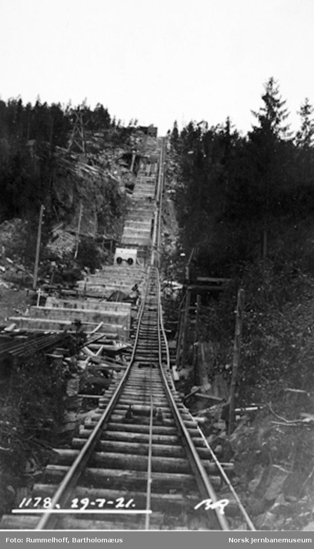 Drammenbanens elektrifisering : fundamentering for rørgaten på Hakavik