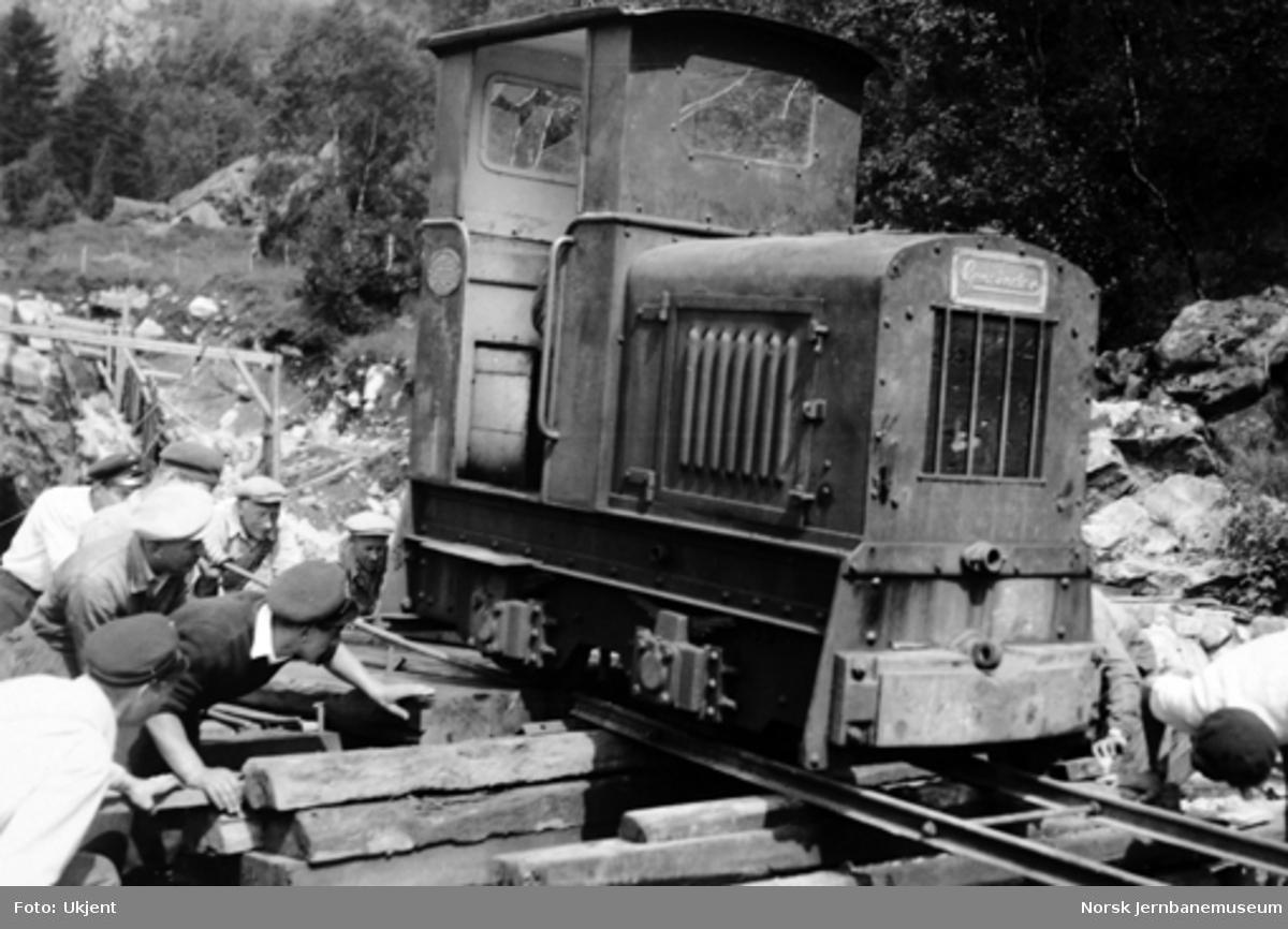 Vossebanens ombygging : Gmeinder anleggslokomotiv