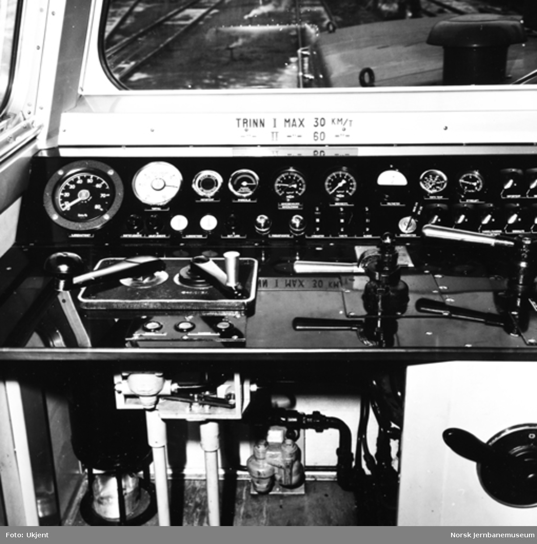 NSB skiftetraktor type Skd 220a nr. 153