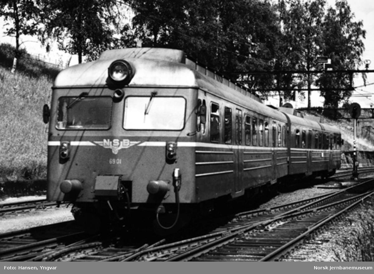 Motorvognsett type 69A på Ski stasjon