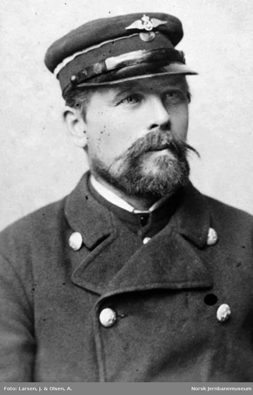 Portrett av Kristian Pedersen, pakkhusformann på Hamar st.