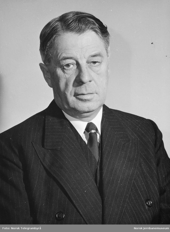 Portrett av kontorsjef Adolf Bech