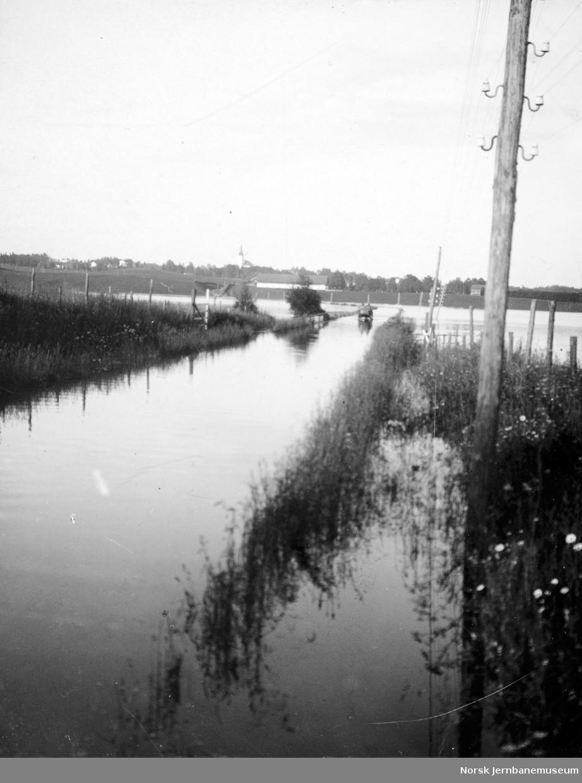 Flommen i 1927 : Vangsvegen i Åkersvika