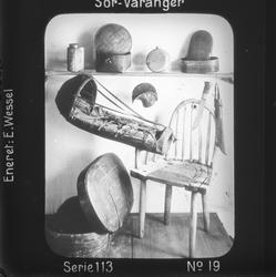 Eldre samiske gjenstander, se Andre opplysninger. Motivet h