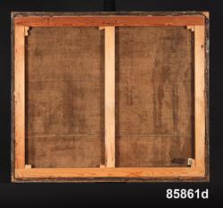 """Huvudliggaren: """"4 oljemålningar från Stockholm.  Å duk, med blindramar. Framställa scener från ett silkespinneri under 1700-talet.  a) Utan raminfattning. Framställer väfning och väfuppsättning. tre manliga figurer. B 112 cm, H 99cm b) Med raminfattning. Framställer bobning. Två kvinnliga personer. B 112 cm, H 99 cm (öfver blindramen) c) Med raminfattning. Framställer tvinning och härfutredning (?). Två kvinnliga figurer. B 112 cm, H 94 cm (öfver blindramen). d) Med raminfattning. Framställer varpning och tvinning. Två kvinnliga figurer. B 112 cm, H 94 cm (öfver blindramen).  a) Ett stort hack å duken.  b) Förgyllningen och hörnornamenten skadade å ramen c) Ramen lös. Tre delar. Förgyllningen och hörnornamenten skadade å ramen. Ramen mycket maskstungen. d) Förgyllningen och hörnornamenten skadade. Ett mindre hål å duken."""" Senare tillägg """"konserverade 1955""""  Katalogkort: """"Har tillhört sidenfabrikör Rudolf Stenberg, Stockholm +1803, samt hans son Emanuel Stenberg + 1834. Har brukats som dörröverstycken."""""""