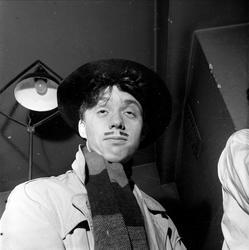 Portrett av utkledd person 03.11.1953. Bygdelag, Hedemarksla