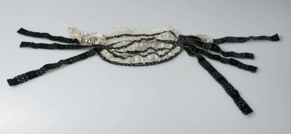 Hårklädsel av vit silkespets och svart sammet.