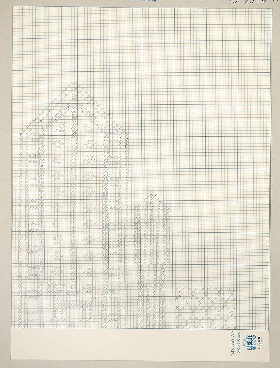 Två stycken stickmönster till vante. Båda mönstrena är uppritade med blyerts på rutpapper och det ena mönstret är sedan uppklistrat på kartong. Mönstrena är märkta B.2541.