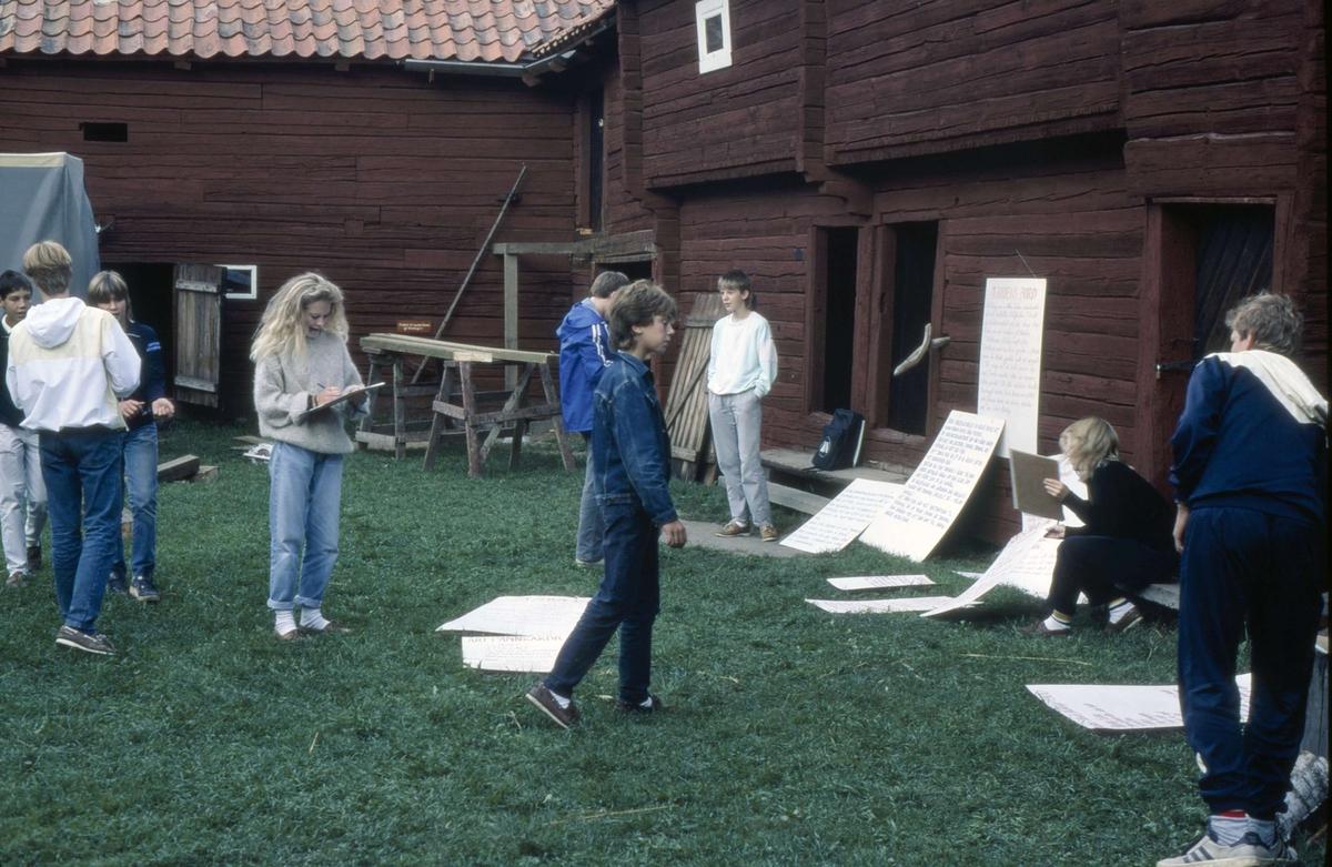 Skolverksamhet på friluftsmuseet Disagården, Gamla Uppsala 1985