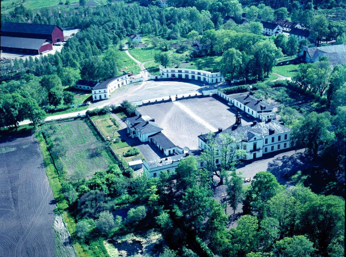 Flygfoto över Gimo herrgård, Gimo bruk, Skäfthammars socken, Uppland 1966