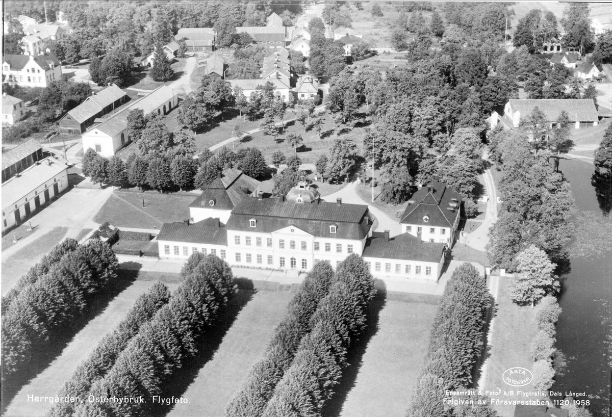 Flygfoto över Österbybruk med Österbybruks herrgård i förgrunden, Films socken, Uppland 1958