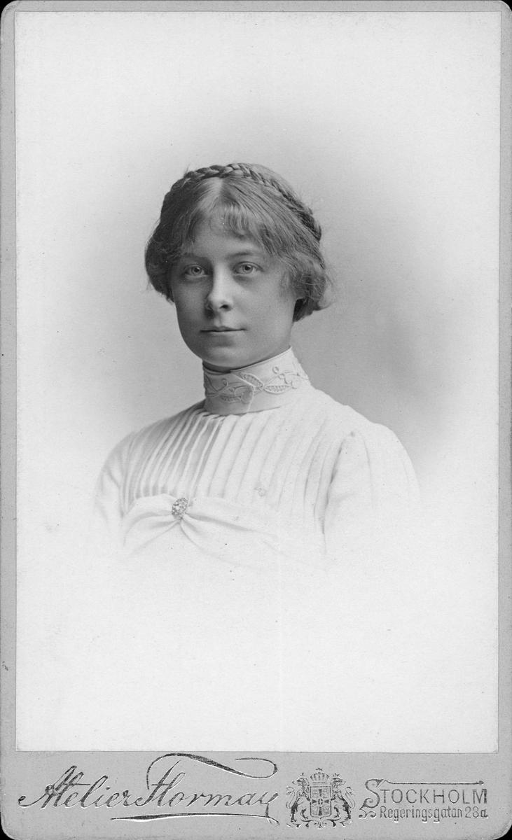 Porträtt - sannolikt Signe Moh, år 1903