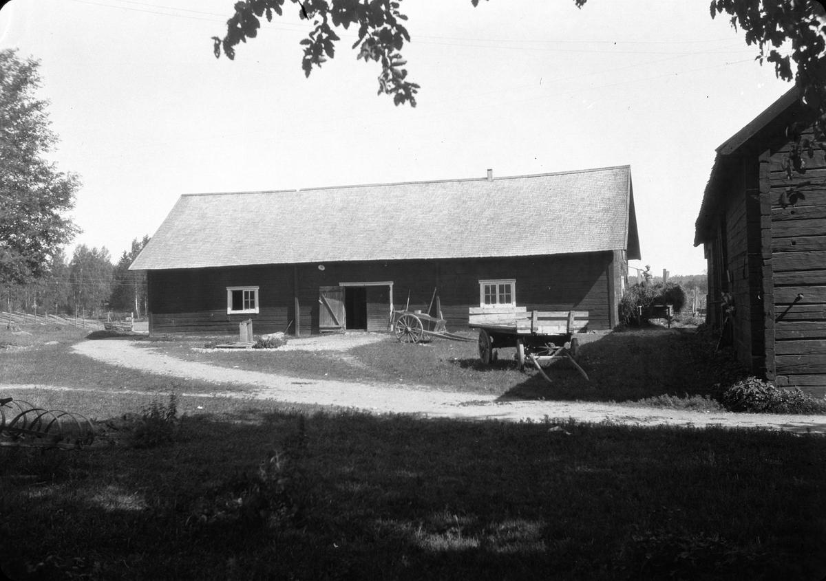 Ekonomibyggnad på Sätuna gårds ägor, Björklinge socken, Uppland 1930