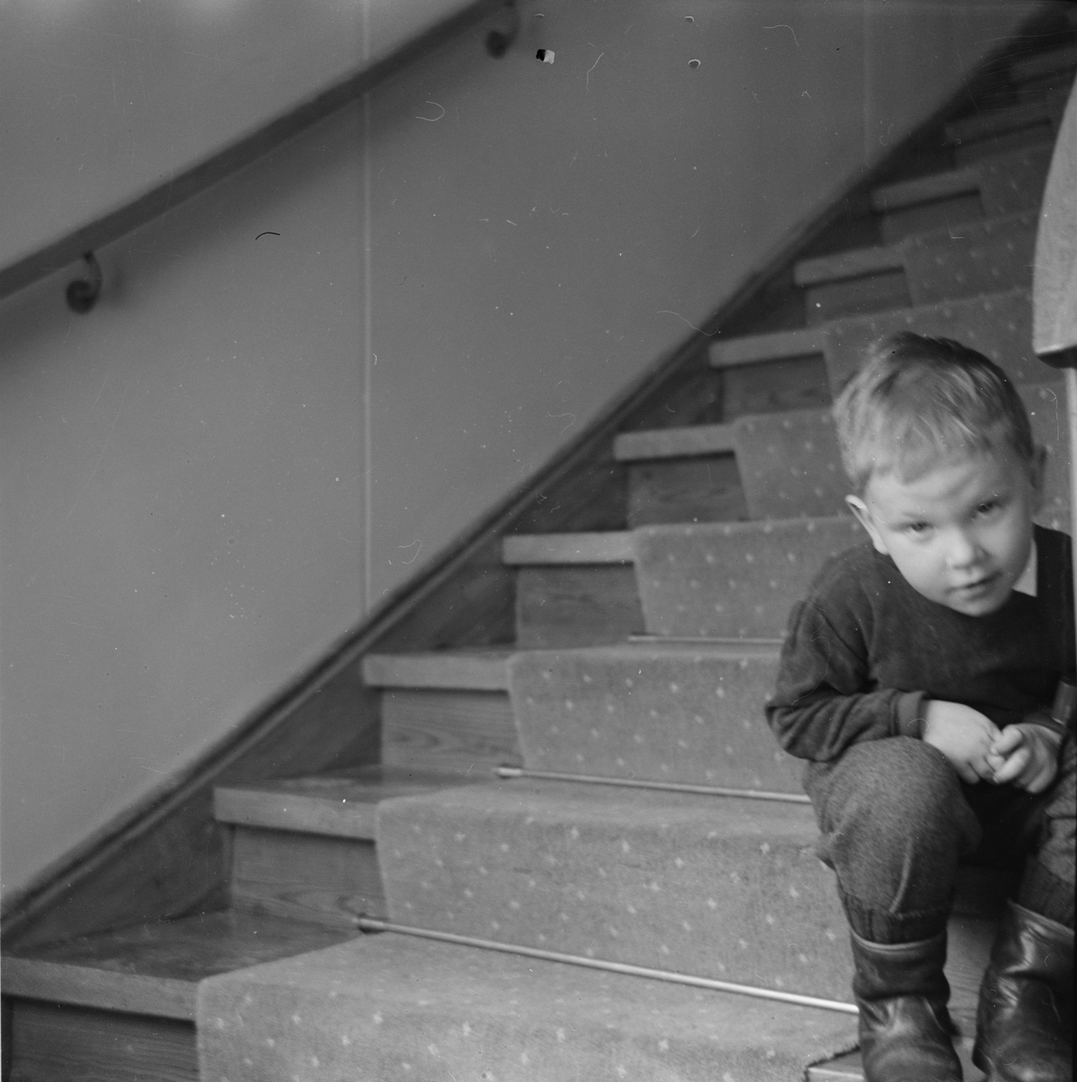 Liten pojke i trappan, Fagerudds Semesterhem, Fagerudd, Uppland 1961