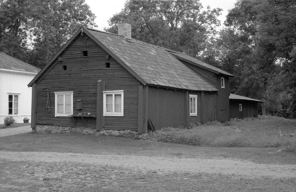 Bostadshus med bodar, Vallhov 2:1, Vallhov, Jumkil socken, Uppland 1983