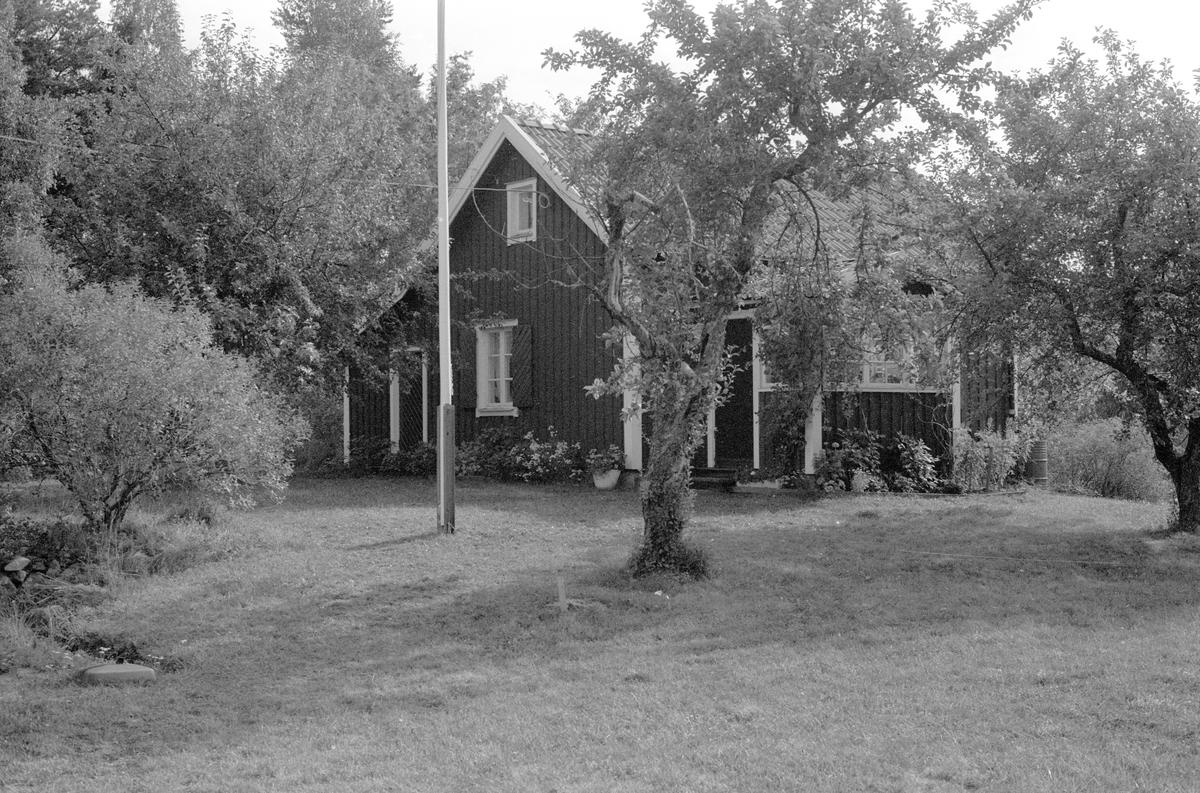 Bostadshus, Ängeby 2:7, Torpa, Börje socken, Uppland 1983