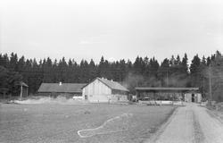 Vy över Husby 4:1, Lilla Husby, Lena socken, Uppland 1977